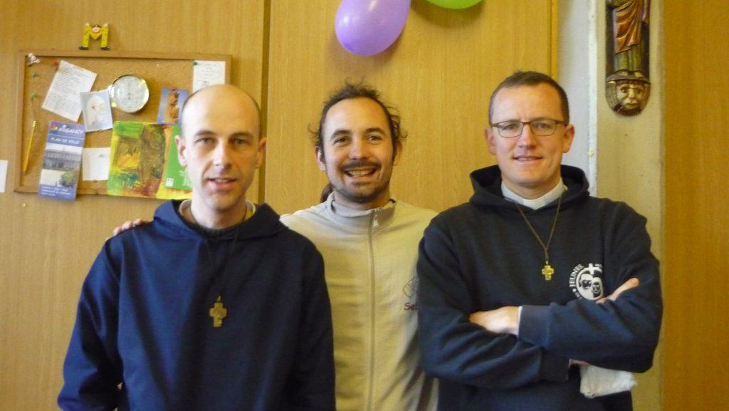 Première nuit, merci les missionnaires de l'Amour de Jésus! (Frère Raphaël à gauche, Père Dominique à droite)